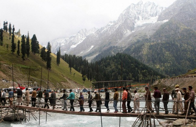Kashmiri supporters of Congress party leader Rahul Gandhi, arrive to attend the foundation laying ceremony of a tunnel attended by Gandhi at Sonamarg
