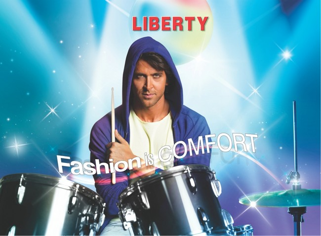 While his next release is still a few months away, Hrithik Roshan has shot a new comemrcial for a shoe brand he is endorsing Source:Liberty