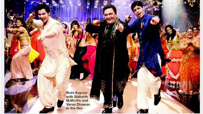 Rishi Kapoor joins the boys on stageSource: Bombay Times