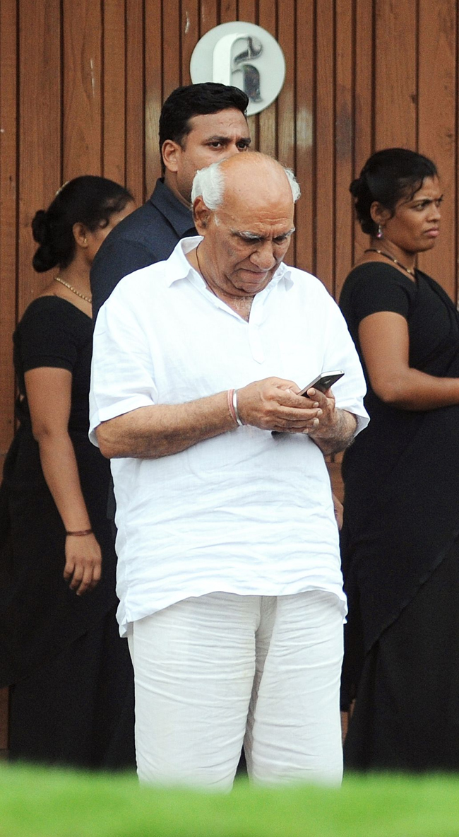 Yash Chopra paid tributes to the Bollywood superstar Rajesh Khanna.