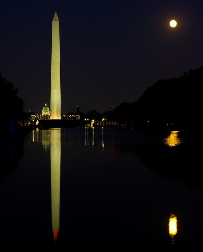 US-TOURISM-REFLECTING POOL-MOON