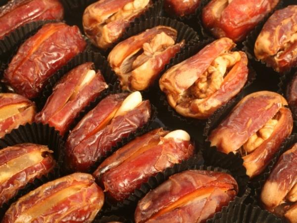 Dried dates stuffed with almonds/walnuts