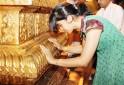 Saina seeks divine blessings