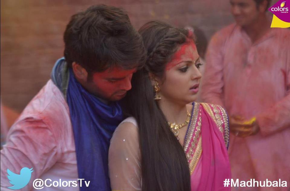 RK plays Holi with Madhu in the TV serial, Madhubala - Ek Ishq Ek Junoon  Courtesy: COLORS