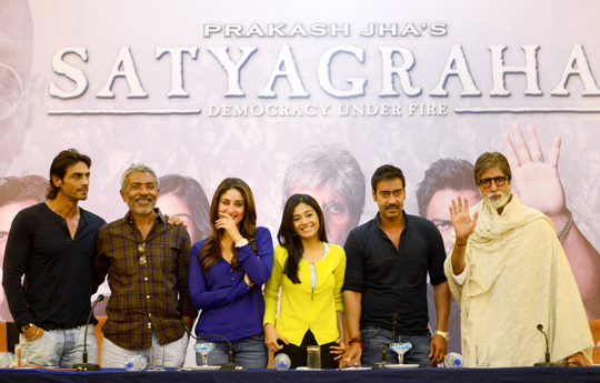 Amitabh Bachchan, Ajay Devgan, Amrita Rao, Kareena Kapoor, Arjun Rampal and Prakash Jha during press conference of 'Satyagraha', in Bhopal, on 9th April.