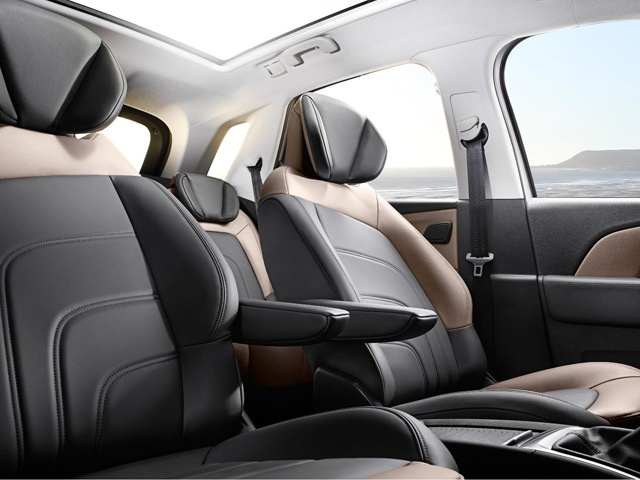 The new Citroen C4 Picasso delivers a first-class travelling experience with, in particular, an extending Relax seat for greater leg comfort