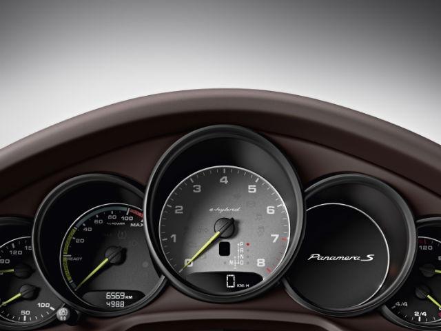 2014 Porsche Panamera dashboard