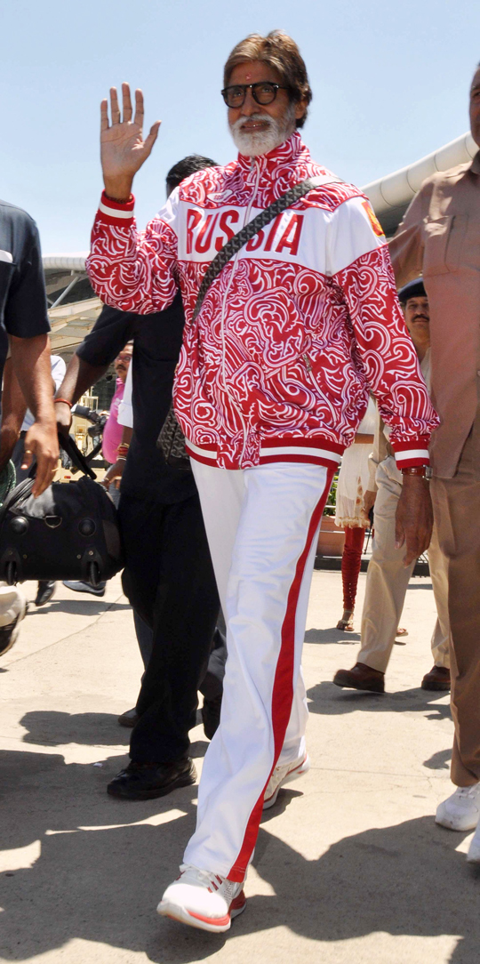 Amitabh Bachchan arrives at Raja Bhoj Airport for shooting of the film Satyagraha, in Bhopal, on 3rd April.