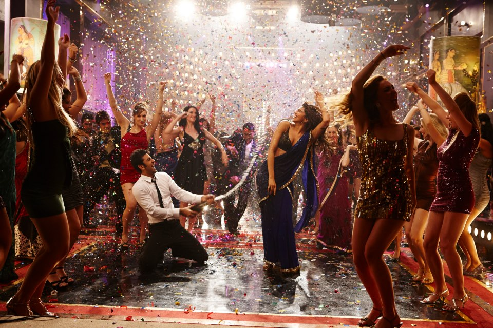 Sensational Ranbir and Sexy Deepika are in full form in Badtameez Dil from Karan Johar's Yeh Jawaani Hai Deewani