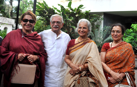 Helen, Gulzar, Waheeda Rehman, Asha Parekh arrive to watch the play, Paansa,  directed by Salim Arif and written by Gulzar, at The Prithavi Theatre,  in Mumbai, on 18th April.