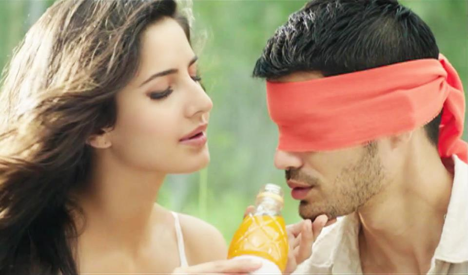 The heat outside is peaking but Katrina Kaif is turning things even hotter in her new commercial for a fruit beverage. Check out Kat at her seductive best...
