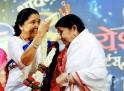 Asha Bhosle, Lata Mangeshkar
