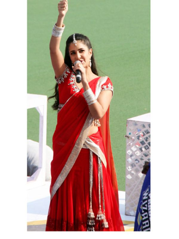 Katrina Kaif: Katrina Kaif, one of the top 10 Bollywood actresses in the industry seems to have failed in the style department this time around. The shouting red sari with the gaudy silver tassels and work just doesn't do her pretty looks any good.