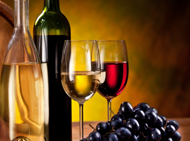 Soft drinks work hand in glove with fast food. But with wine, it gets a bit tricky, so team it with the right dish to enhance the flavour.  Sommelier Sovna Puri of Sula Vineyards wine company has few suggestions: