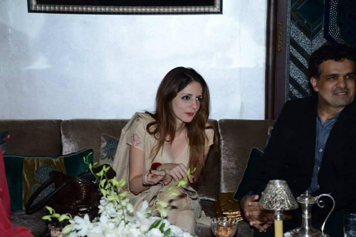 Suzanne Roshan at Zarine Khan