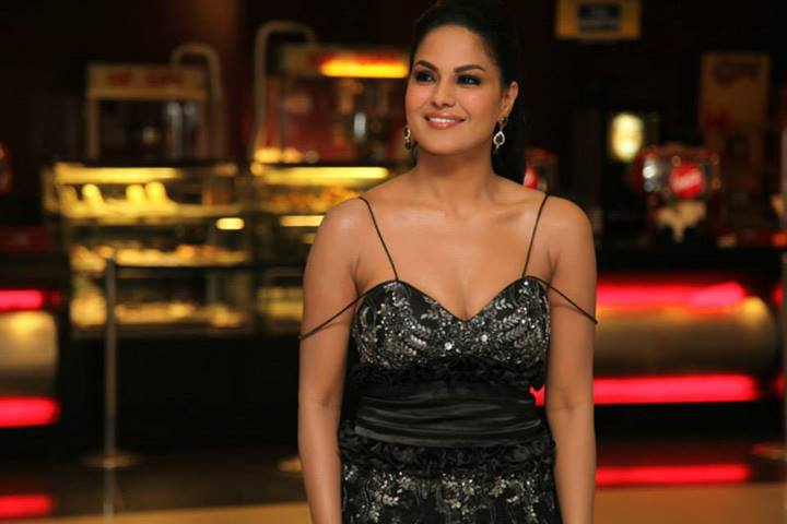 Veena Malik hosts a special screening of her Kannada film, Dirty Picture: Silk Sakkath Maga, for friends.