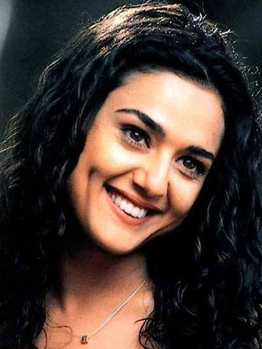Preity Zinta: The beautiful actress is blessed with a dimple on one of her cheeks, which sure livens up her face. Doesn't she look cute when she smiles?