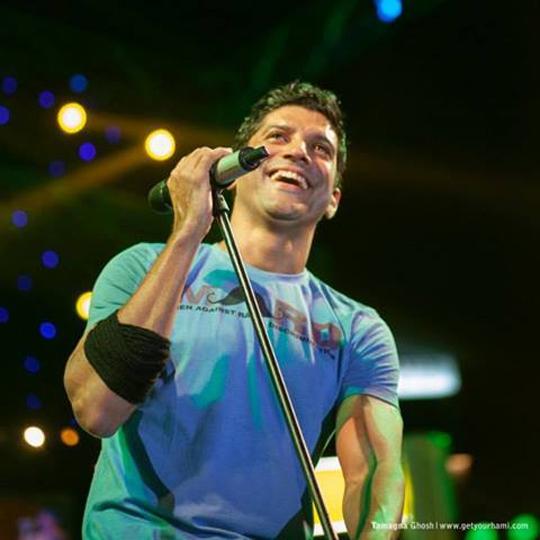 The multi-talented Farhan Akhtar rocked the stage in Kolkata on Friendship Day.  Courtesy: Farhan Akhtar LIVE