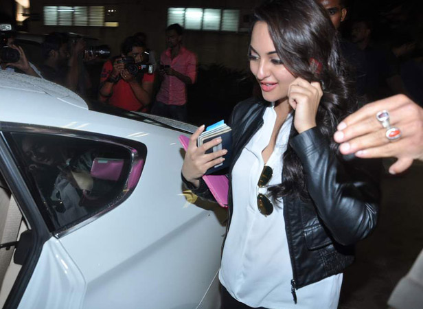 Sonakshi Sinha was also snapped at the airport, as she was returning from Dubai after meeting the prince.