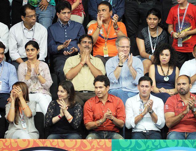 Sachin Tendulkar, Anjali, Ajit Agarkar, Paras Mhambrey and Sunil Gavaskar