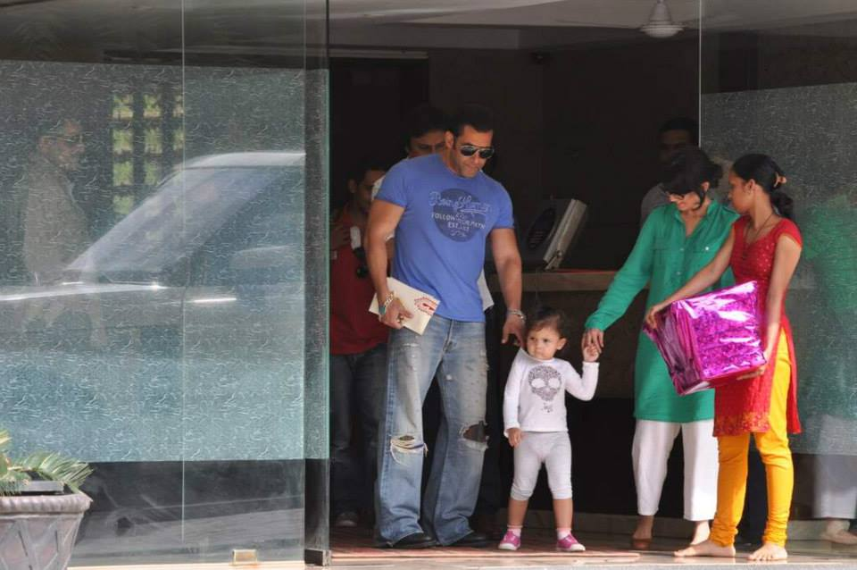 Salman Khan took a break from his ever so busy schedule to spend some quality time with his family. This week Salman Khan completes 25 years in Bollywood