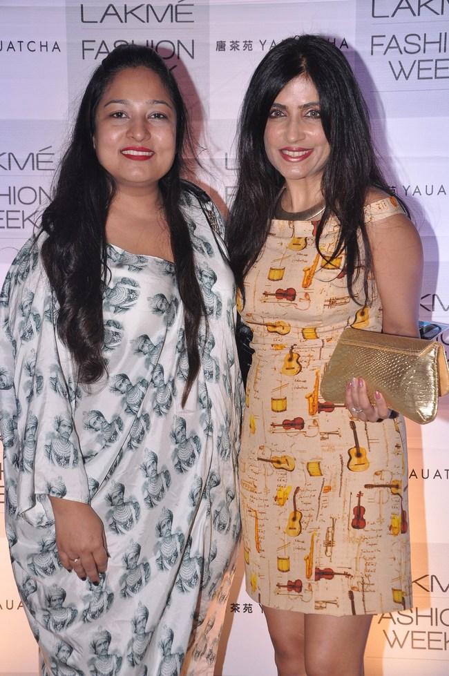 Designer Aarti Vijay Gupta with singer Shibani Kashyap.