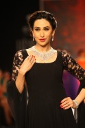 Karisma Kapoor walked the ramp for Kays Jewels