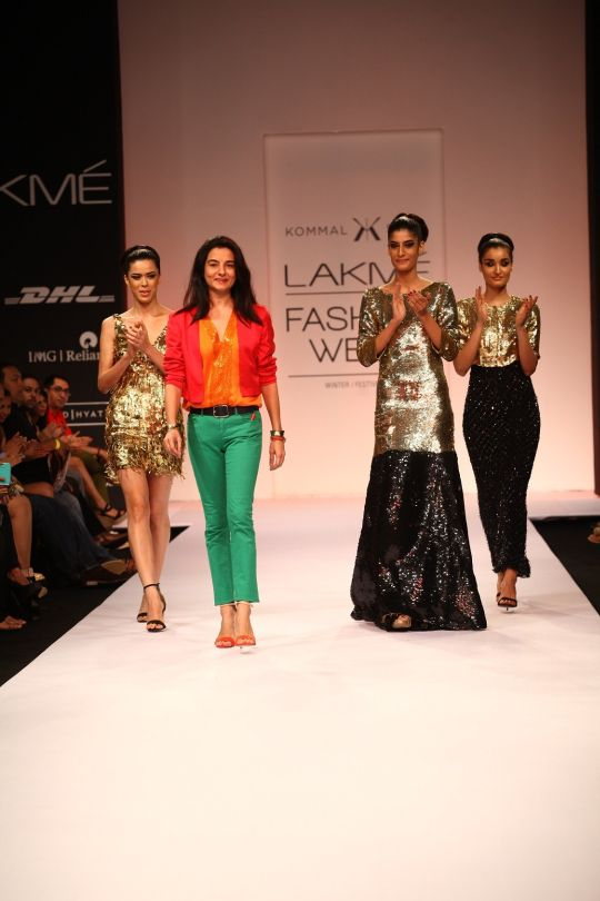 Known for her ultra-stylish signature creations of sophisticated formal wear that have made stunning appearances on the Red Carpet, the look displayed by Kommal had an edgy line of separates that started with casual skirts, shorts and tops, then moved ont