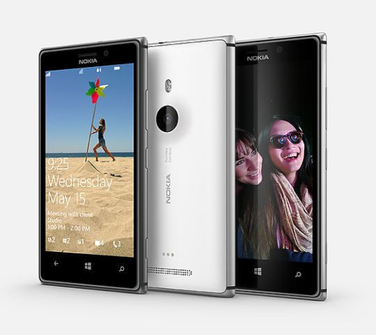 Nokia Lumia 925 is Nokia's flagship and will replace Lumia 920 in India. Though both phones do not have much of a difference when it comes to specifications, Nokia has priced the Lumia 925 better.