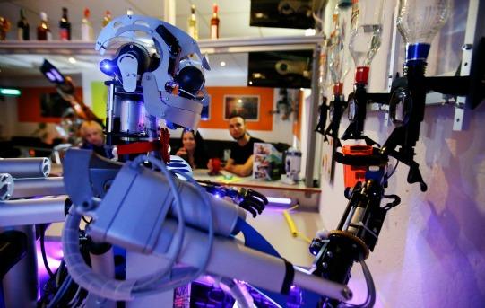 Robot Bartender Carl