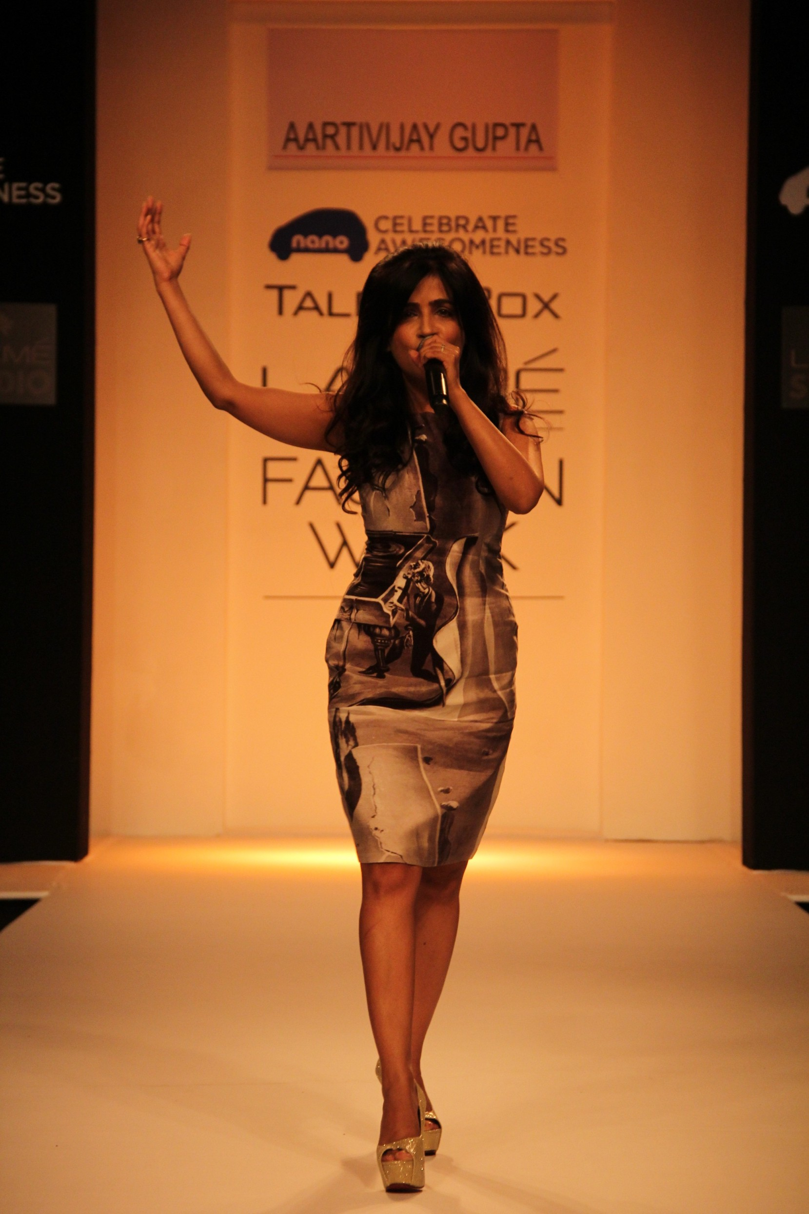 Shibani Kashyap opening the show for Aartivijay Gupta