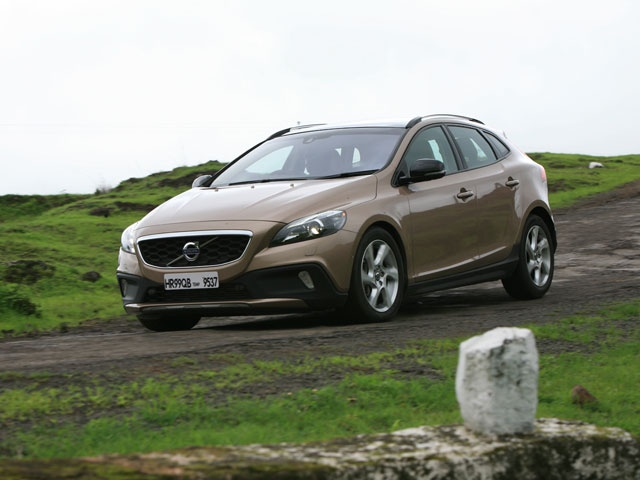 Utterly gorgeous and supremely fun to drive, we get behind Volvo's fifth ever car to reach India, the V40 Cross Country