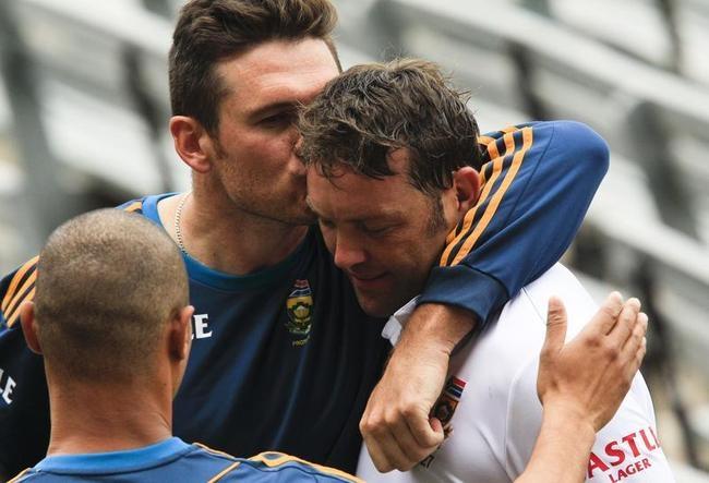Graeme Smith kisses Jacques Kallis on the head