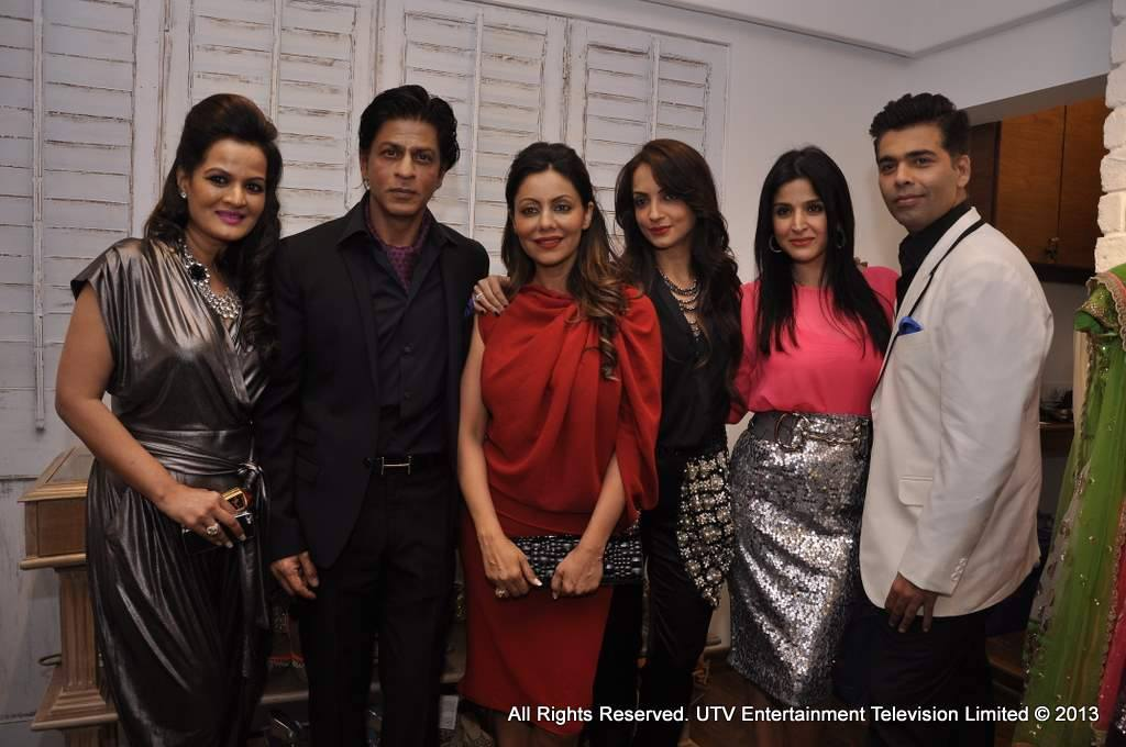 SRK, Gauri, KJo pose with Seema and Maheep