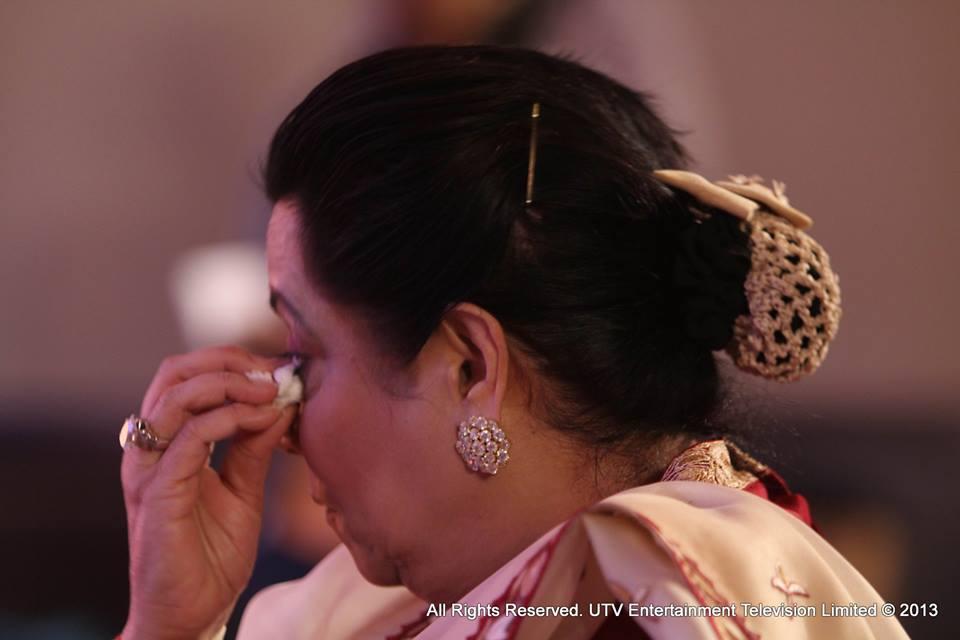 Jeetendra's wife Shobha was seen wiping away a tear