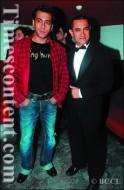 Aamir and Salman at the premiere of Jaane Tu Ya Jaane Na.