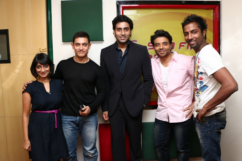 Actors Aamir Khan, Abhishek Bachchan and Uday Chopra created Dhoom at Radio Mirchi office!