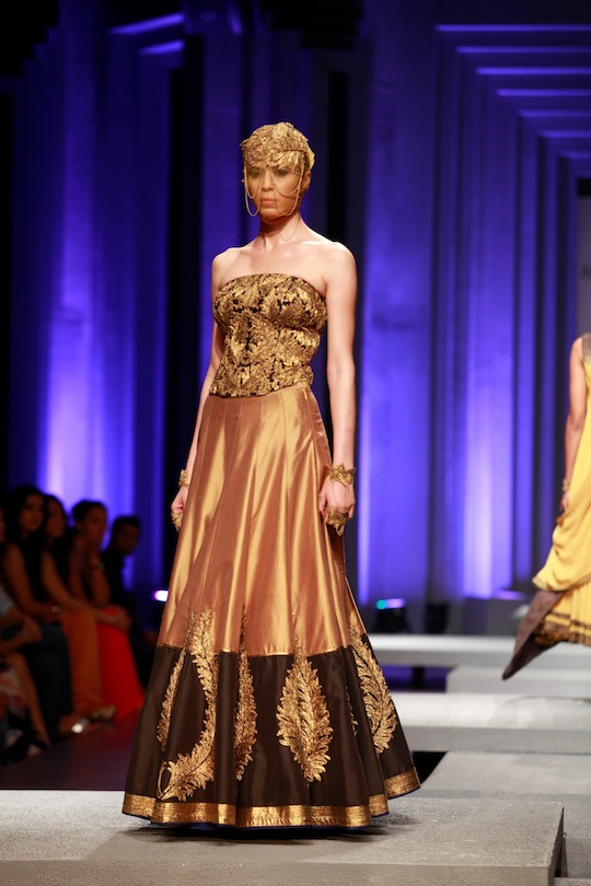 The sexy bare back gold gown, the rouched gathered clustered maxi, fan shaped cropped pleated top and moulded white gold ensembles were great western offerings.
