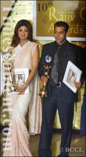 Shilpa Shetty and actor Salman Khan on receiving the Rajiv Gandhi Award for the Best Actor and Best Actress on the Tenth Rajiv Gandhi Awards function, 2007 at Jamshed Bhabha Theatre, NCPA in Mumbai on August 12, 2007.