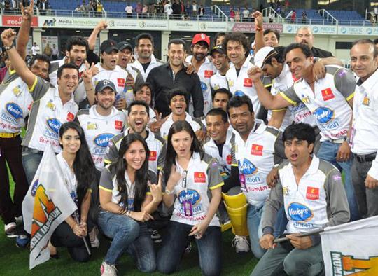 Mumbai Heroes team with Salman Khan