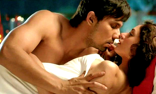 Randeep Hooda and Aditi Rao Hydari in Murder 3