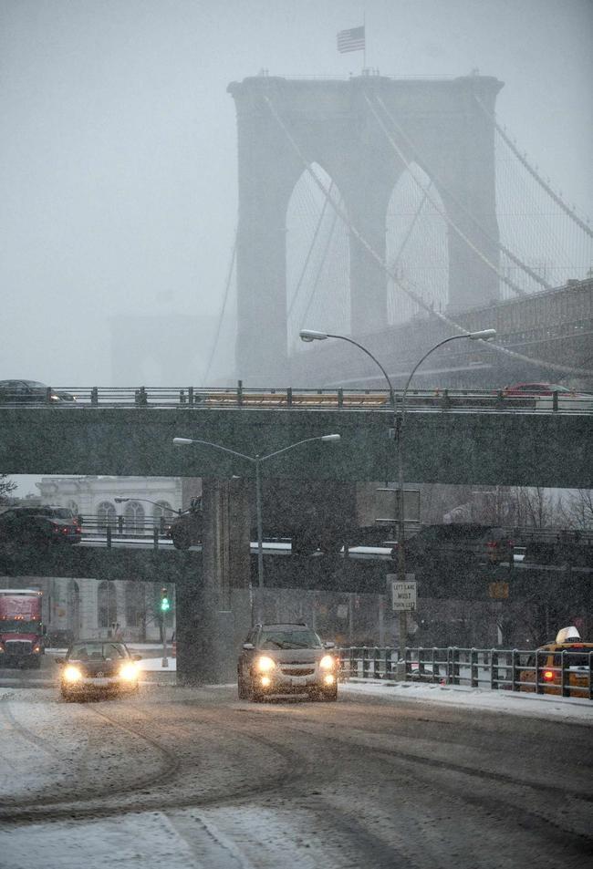 Snowstorm hits US