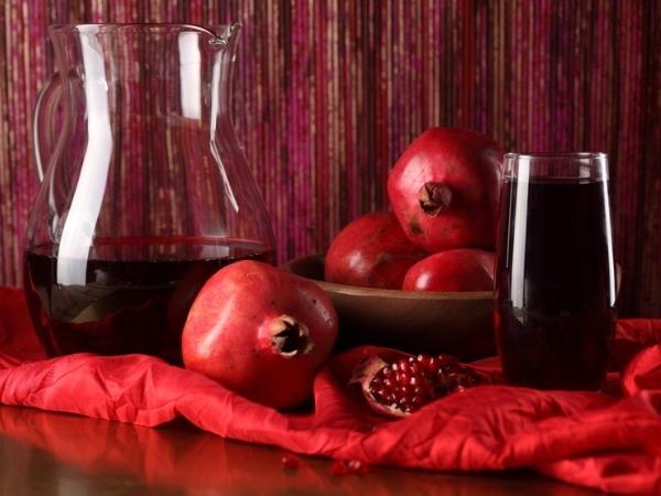 Valentine's Day Drinks Recipe # 12: Pomegranate Cosmo