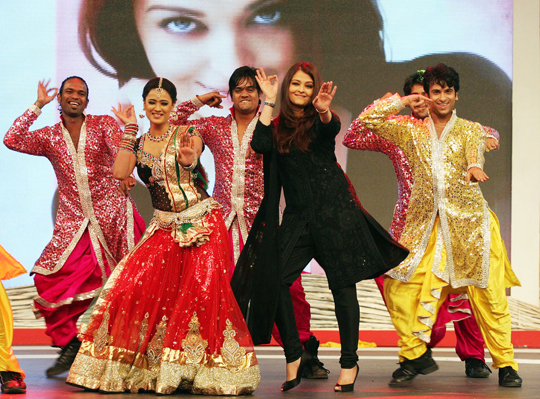 Aishwarya Rai Bachchan and Shweta Tiwari perform for the 'Support My School Telethon', in Mumbai, on 3rd February.