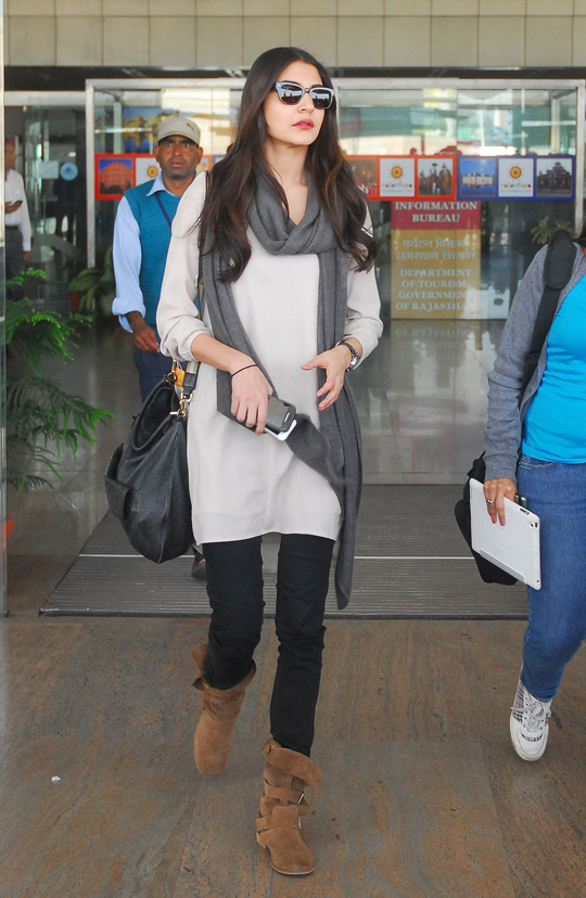 Anushka Sharma at the Jaipur airport, to shoot for Rajkumar Hirani's upcoming political satire, Peekay.