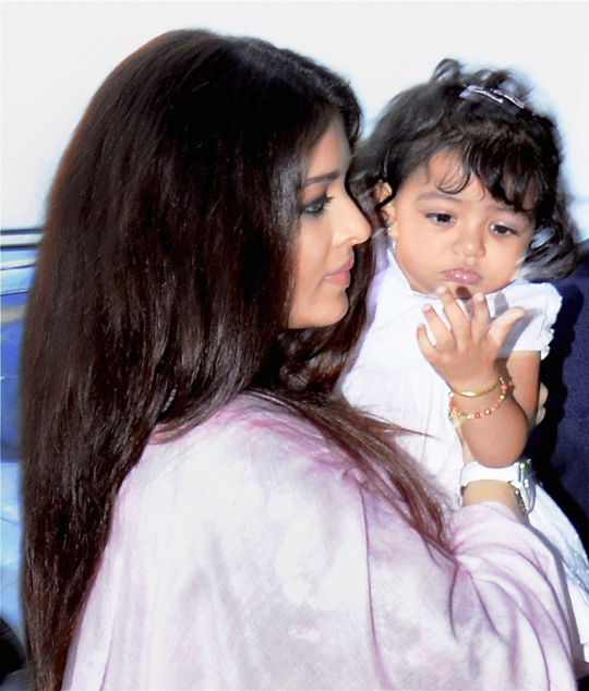 Aishwarya with daughter Aaradhya, in Bhopal, on 14th February.