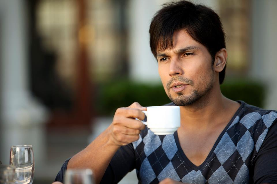 The Bhatts decided to place their bets on their Jannat 2 and Jism 2 actor Randeep Hooda, who has been doing well in character roles but is nowhere close to Emraan in terms of fan-base.