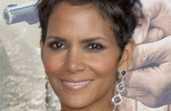 Halle Berry - So it was only in 2001 when for the first time an African American was named the Best Actress. Halle Berry bagged Oscar for Monster's Ball, leaving everyone sweetly surprised.