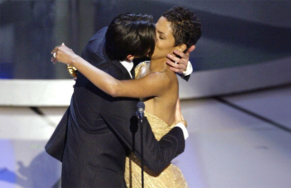 The Oscar Smooch - Halle Berry's win was a colossal event in Oscar's history, for she became the first black woman to win the Best Actress in 2002, but what made it even more memorable was when she presented the Best Actor award to Adrian Brody who went on to lock lips with Halle Berry at that very instant, and much to the crowd's surprise, Berry gladly complied!