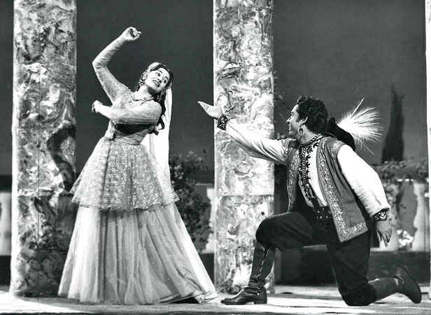 Madhubala with Kishor Kumar in Chalti Ka Naam Gadi